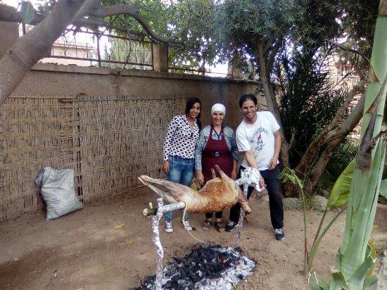 Lalla Takerkoust, Morocco: Cuisson du mouton