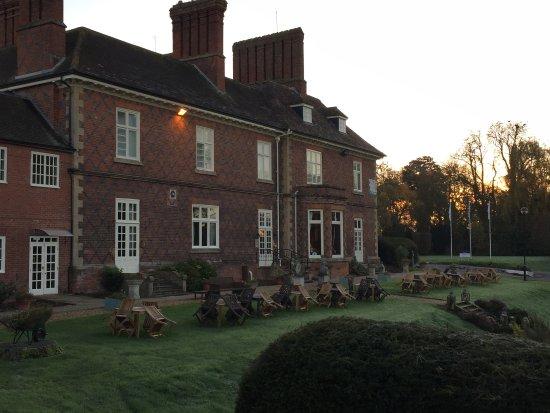 Albrighton, UK: De entree van het fraai gelegen hotel