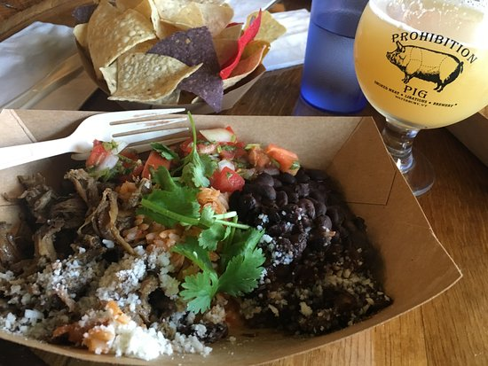 Waterbury, Βερμόντ: Burrito Bowl (I think?) & Brew