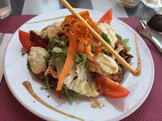 Colomiers, فرنسا: Salade cesar avec de vrais filets de poulet