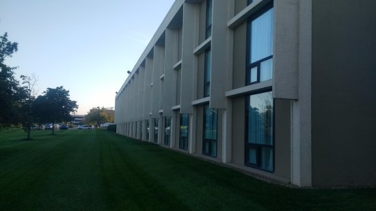 Dulles, Βιρτζίνια: Hotel View from the back side lawn