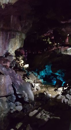 Poole's Cavern & Buxton Country Park: Guided walk