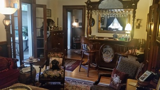 Manheim Manor Victorian Bed and Breakfast: 20171117_073034_large.jpg