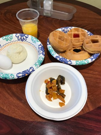 Garden Inn Motel: breakfast is very delicious. bothchinese style and american style,also all kind drink.