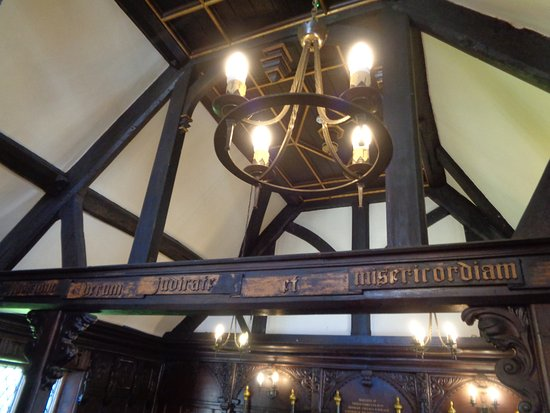 Much Wenlock, UK: Lights & Inscription