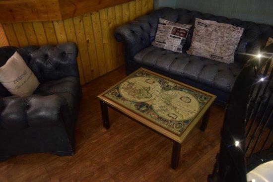 Twenty One A: Upstairs lounge