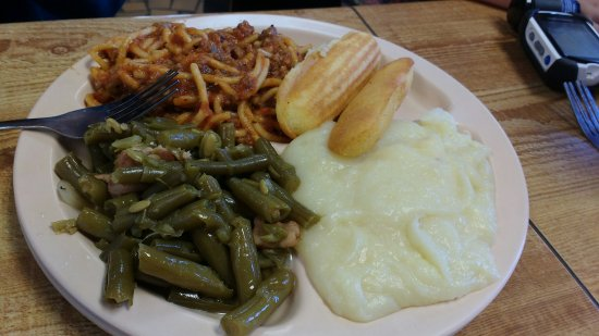 Walnut, MS: Plate lunch