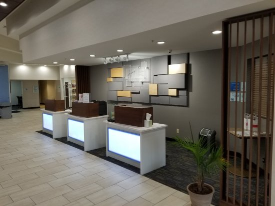 Holiday Inn Express Birch Run (Frankenmuth Area): Front Desk and Reception Area