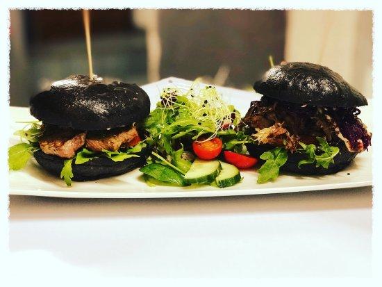 Унна, Германия: Die neue Kreation in der xclusive.kitchen Unna. Blackbun Burger mit Angus Rumpsteak und Pulled-G