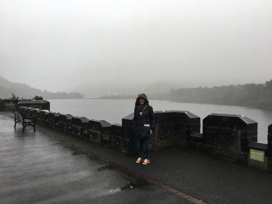 Kylemore, Ireland: atras el lago