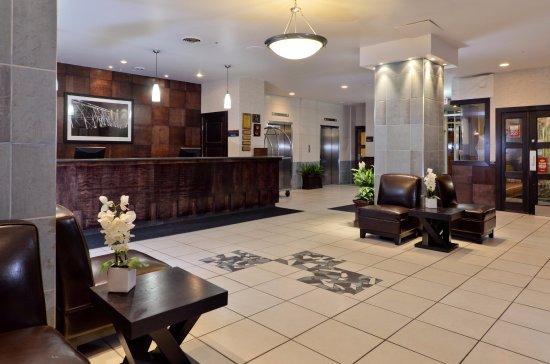 Lethbridge, Canada: Front Desk & Lobby