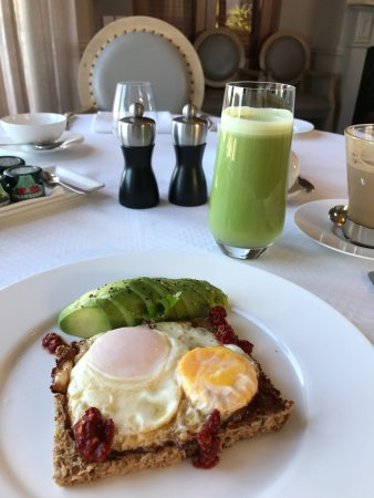 Bantry Bay, Sydafrika: Avocado toast and smoothie