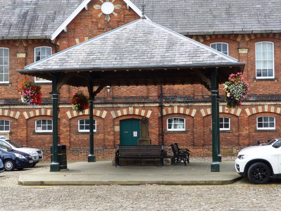 Easingwold  Market Cross with benches under the canopy to sit