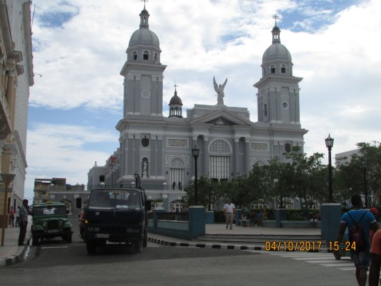 Cespedes Park: Catedral de Santiago de Cuba