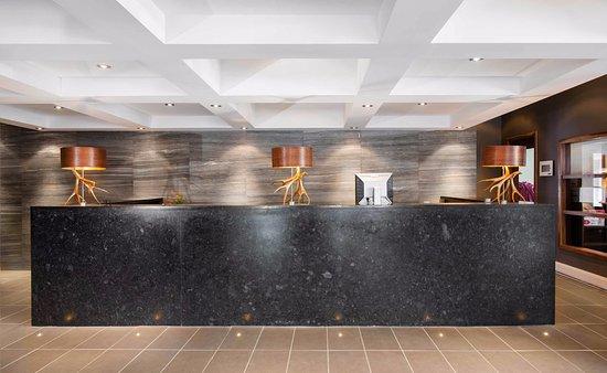 Sandman Inn & Suites Vernon: Front Desk