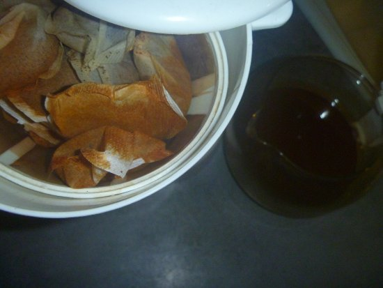 Echirolles, ฝรั่งเศส: Coffee pot science experiment? Does nobody notice, or care?