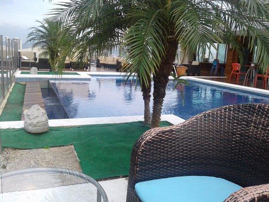 Rea De La Piscina En Lo Alto Del Hotel Picture Of