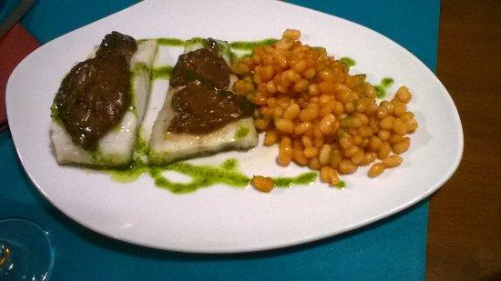 Viladrau, Spain: bacalao confitado con salsa de ajos negros y mongeta ganxet