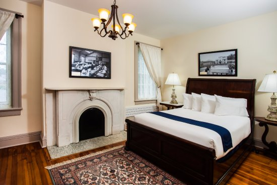West Point, NY: king suite