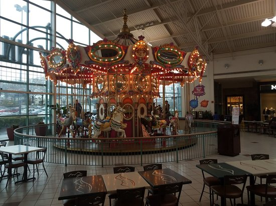 Hickory, Carolina del Norte: Carousel at the Food Court