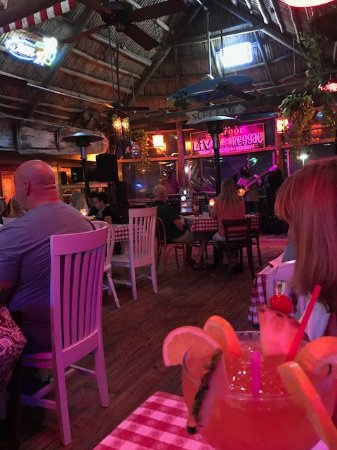Jensen Beach, Flórida: Bar Side w/Reggae Band Big Conch Drink