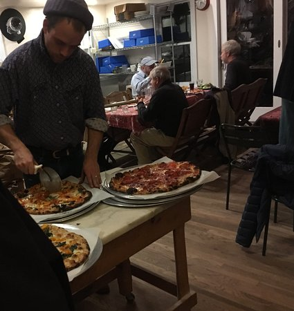 Brooksville, ME: Delicious pizzas fresh out of the wood burning oven