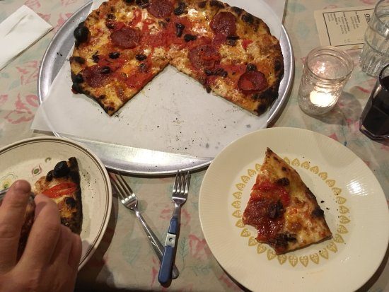 Brooksville, ME: Our pepperoni and olive pizza --delicious!