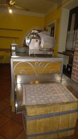 Oleggio, Italia: L'affettatrice, credo, in uso con un bellissimo ripiano da lavoro