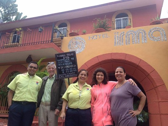 Hotel Irma: Yara Cadena (GM) in the middle