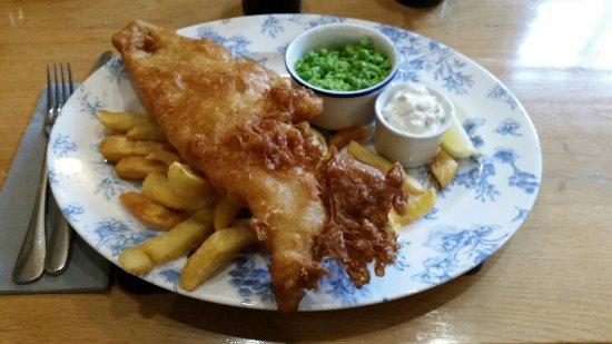 Garthmyl, UK: The besr fish and chips!