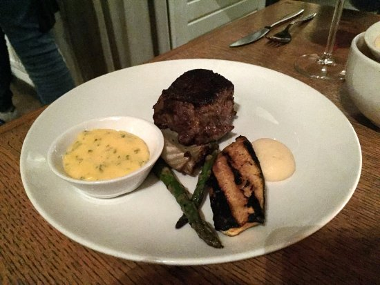 Abcoude, The Netherlands: Tournedos met béarnaisesaus