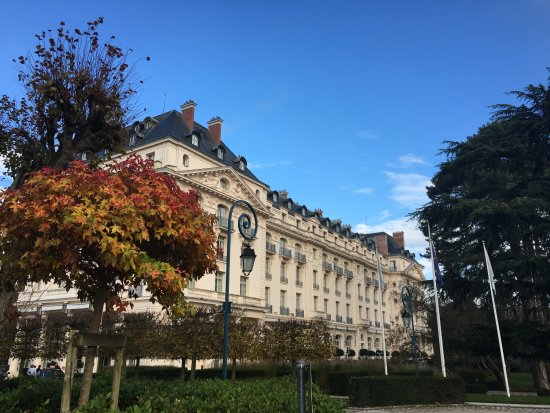 Waldorf Astoria Trianon Palace Versailles : Hotel exterior - autumn
