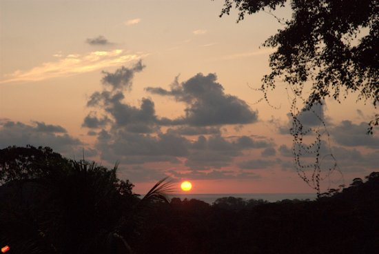 Ojochal, Costa Rica: View from Our sunset Lounge, everyday during Summer is possible to enjoy this scenery.