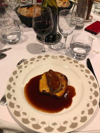 Fond Rose : Moitiée d'une entrée : foie gras poêlé