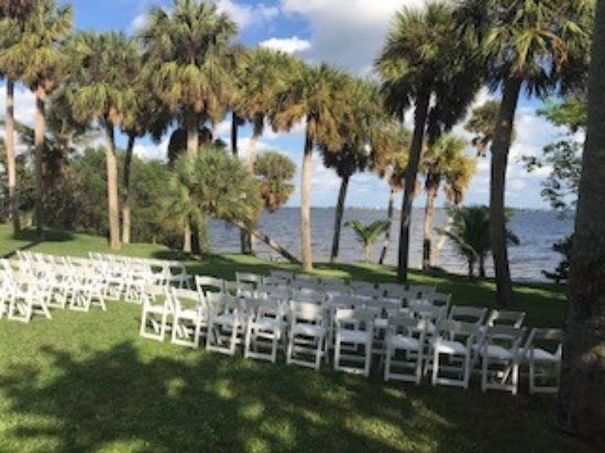 Jensen Beach, FL: Getting ready for a wedding!
