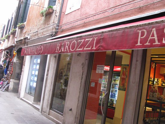 Residence Palazzo Odoni: Great location with cafes nearby