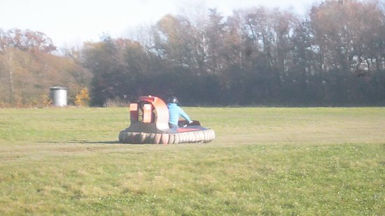Paddock Wood, UK: Hovercraft racing Nov2017