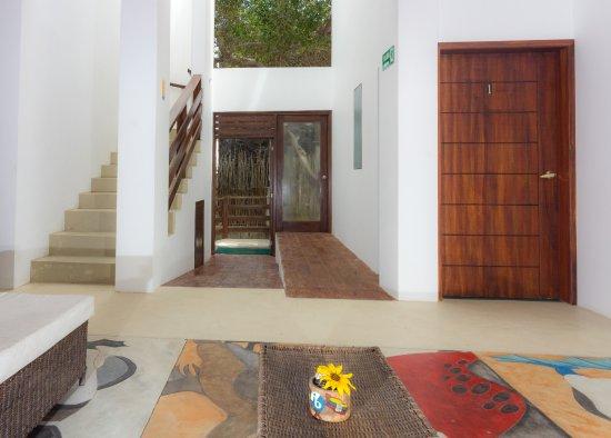 Isabela, Ecuador: Entrada de huéspedes al hotel.
