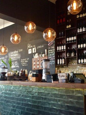 Fitzroy, Australia: Gourmet coffee for breakfast through to dinner