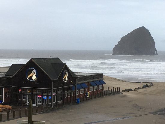 Pacific City, OR: Brew pub on the beach!
