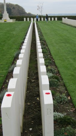 Reviers, Francja: Canadian military cemetery.