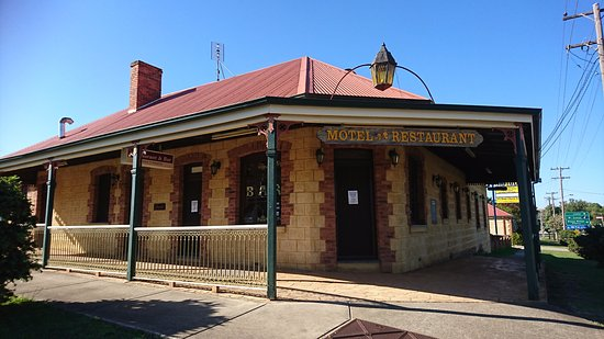 Gundagai, Australia: as we came down the street (from the north) this is the view of the Motel