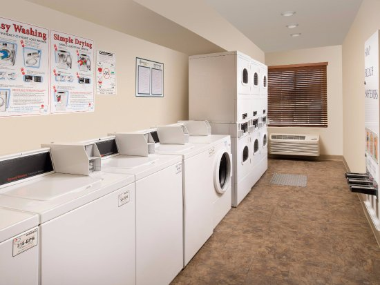 WoodSpring Suites Colorado Springs Airport: Laundry