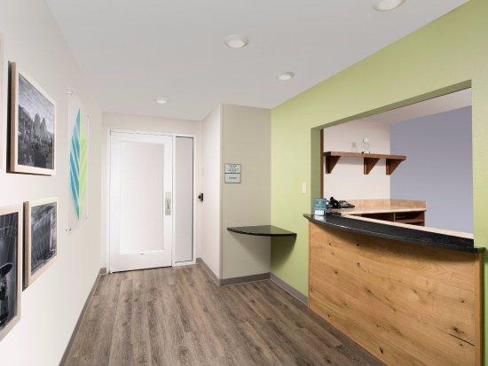 WoodSpring Suites Colorado Springs Airport: Lobby