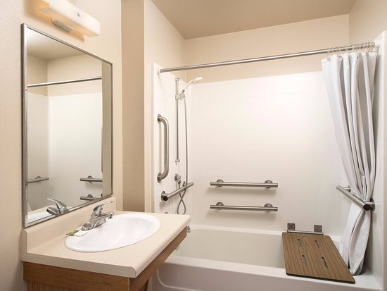 WoodSpring Suites Colorado Springs Airport: Bathroom