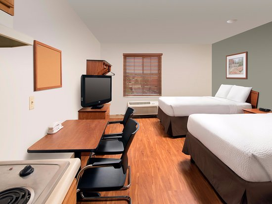WoodSpring Suites Colorado Springs Airport: two beds