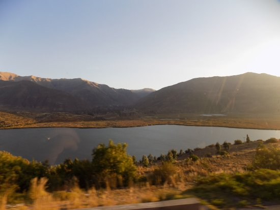 Huarcapay, เปรู: View of the lake from the Puno-Cusco highway