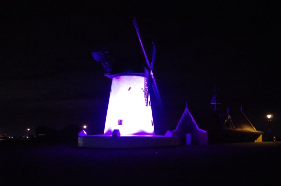 Lytham St Anne's, UK: Lytham Windmill in it's festive hue