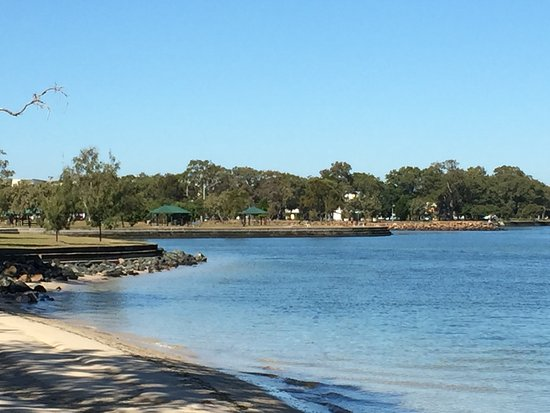 Bribie Island, Avustralya: Picture of the foreshore park area that is waiting for you to enjoy.