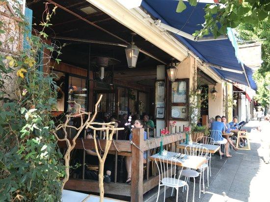 La Mediterranee: Front patio